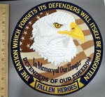 4055 R - The Nation Which Forgets Its Defenders Will Itself Be Forgotten - In Memory Of Our Troops - With American Bald Eagle - Round Back Patch - Embroidery patch