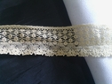 Beige scalloped floral lace trim 1 inch L7-2