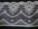 1 yard of off white scalloped floral lace trim. 5 w L4-2