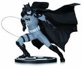 Batman Black & White Statue By Ivan Reis pre-order