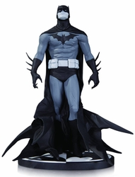 Batman Black & White Statue By Jae Lee
