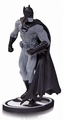 Batman Black & White Statue Earth One Gary Frank pre-order