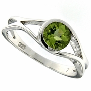 0.93ctw Peridot Ring in Sterling Silver
