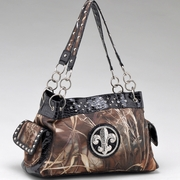 Real Tree camouflage Fleur de Lis accent shoulder handbag (52830A-MAX4BK)