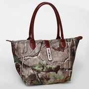 Realtree Camouflage tote bag w/Twist Lock Accent (51939-BR)
