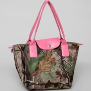 Realtree camouflage tote bag w/ flapover top snap closure (53079B-APGPK)