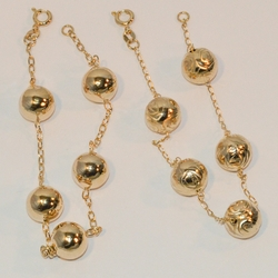 "1-0546-e6 Large Gold Beads Bracelet. 8"" bracelet, 11mm balls."