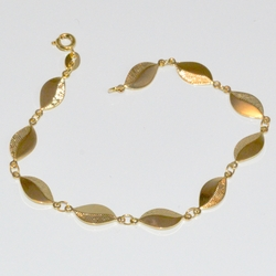 1-0922-D1 ladies Leaf Design Bracelet