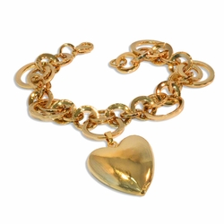 "1-0965-e8 Gold Plated Circles Bracelet with Heart Charm. 8"" length, 30mm Heart and 20mm large circles."