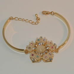 "1-0975-e6 Gold Plated Beautiful Flower Bangle Cuff Bracelet. 7.5""-8"" adjustable length. 4mm curved bar."