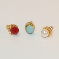 1-1017-e7 Pearl Colored Stud Earrings. Base is 10mm, ball is 8mm.