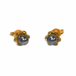 1-1112-e9 Gold Plated Gray Pearl Flower Studs. 7mm flower, 5mm pearl.