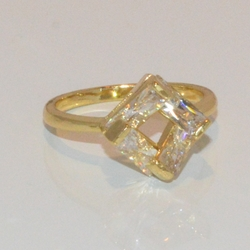 1-3102-e1 Ladies CZ Ring