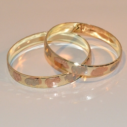 1-4025-e11 Gold Layered Three Tone Elephants Bangles. 10mm. Sold by 1/2 dozen (6pc).
