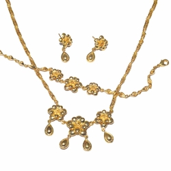 1-6106-f3 18kt Brazilian Gold Layered Dangling Flowers Necklace Earrings and Bracelet Set.
