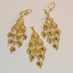"1-6126-e6 Dangling Leaves Earring and Pendant Set. 2.5"" in length."