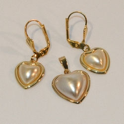 1-6174-e6 Heart Pearl Earring and Pendant Set. 17mm pendant.