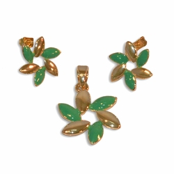 1-6186-e10 Gold Plated Green Flower Earring and Pendant set. 20mm pendnat, 15mm earrings.