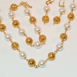 "1-6237-e7 Gold Plated Necklace Bracelet and Earring Set. Necklace 18"", Bracelet 7.5""-9.25"" Adjustable. Pearls are 12mm."