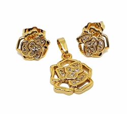 1-6440-f7 18kt Brazilian Gold Layered Flower Design Earring and Pendant Set. Pendant is 14mm, earrings are 11mm.