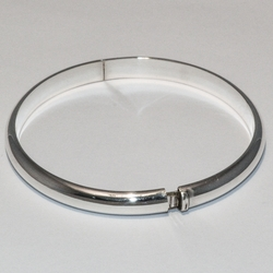 2-0689-e2 Sterling Bangle with side Opening lock