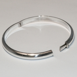 2-0692-e2 Sterling Bangle with side lock