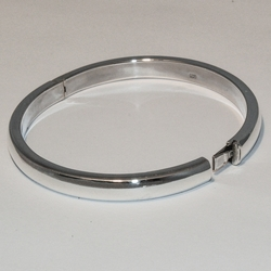 2-0693-e2 Sterling Bangle with side lock
