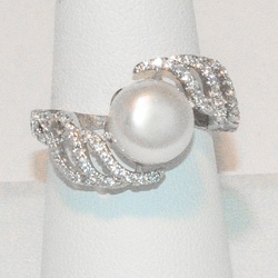 2-5167-e3 CZ Fresh Water Pearl Ring