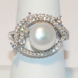 2-5185-e2 CZ Fresh Water Pearl Ring
