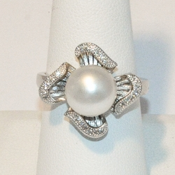 2-5187-e4 Sterling Fresh Water Pearl CZ Ring