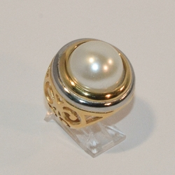 4-0048-e6 Ladies Gold Plated Two Tone Stainless Pearl Ring. Sizes 6-8.