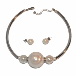 "4-7075-e10 Stainless Neacklace and Earring pearl Set. 18"" adjustable length, 12mm earrings. 30mm center pearl."