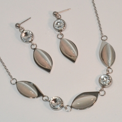 "4-7074-e7 Steinless Earring and Necklace Cat Eye Set. 16""-18"" adjustable necklace."