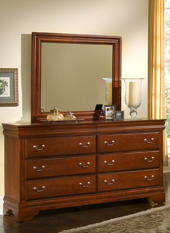 Louis 8-Drawer Dresser in Cherry
