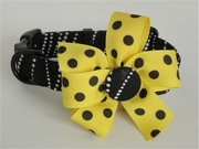 <center> Dizzy Dots Black, White, and Yellow DOG FabuCollar®! </center>