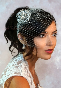 Elizabetta: Laced Brooch with Austrian Crystal Birdcage Veil Bridal Wedding 27-br400