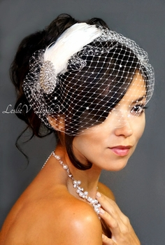 *Feather Fascinator with Crystal Brooch & Rhinestone Birdcage Veil 27-101