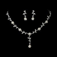 Beautiful floral vine with pearl necklace set