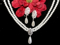 Beautiful Traditional Pearl Necklace Set