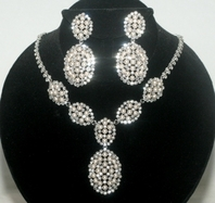 Kiera - Gorgeous new ivory pearl and crystal necklace set - AMAZING PRICE