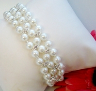 Very Elegant Pearl and Crystal Stretch Bracelet