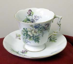 Aurora Grande Tudor Cup and Saucer - 2 Sets