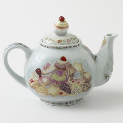 Paul Cardew - Cupcakes and Cookies Teapot with Cupcake Lid