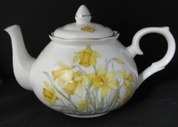 Daffodil Bone China Teapot