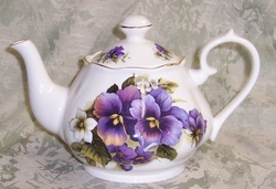 Fluted Pansy Bone China Teapot - 6 Cup