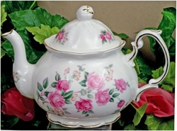 Olde English  - 4 Cup Alice Teapot
