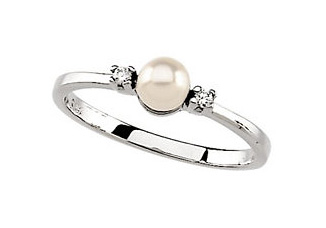 14K White Diamond and Akoya Pearl Ring