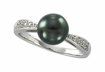 Diamond Ring Focused with Tahitian Pearl