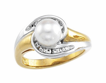 Dual Tone Pearl and Diamond Finger Ring
