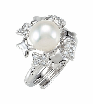 Impeccable Pearl and Diamond finger ring